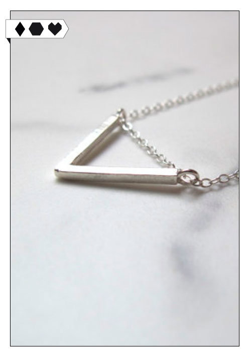 SLORIS_LuvaHuva_Triangle_necklace_big