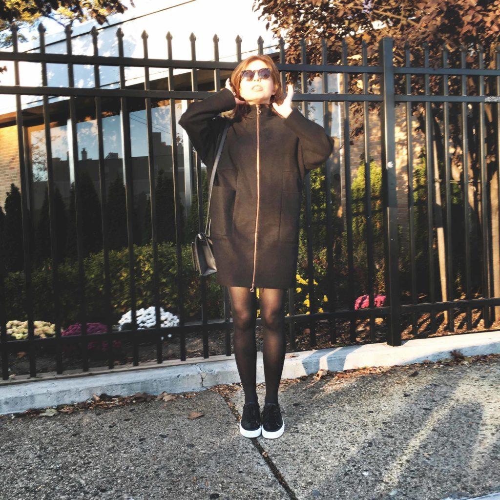 SLORIS_Outfit_New_York_Carrie_Jan-N-June_Mantel_02