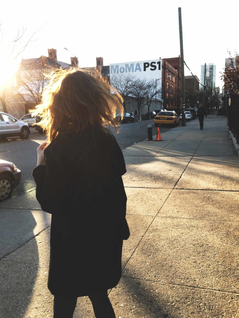 SLORIS_Outfit_New_York_Carrie_Jan-N-June_Mantel_04
