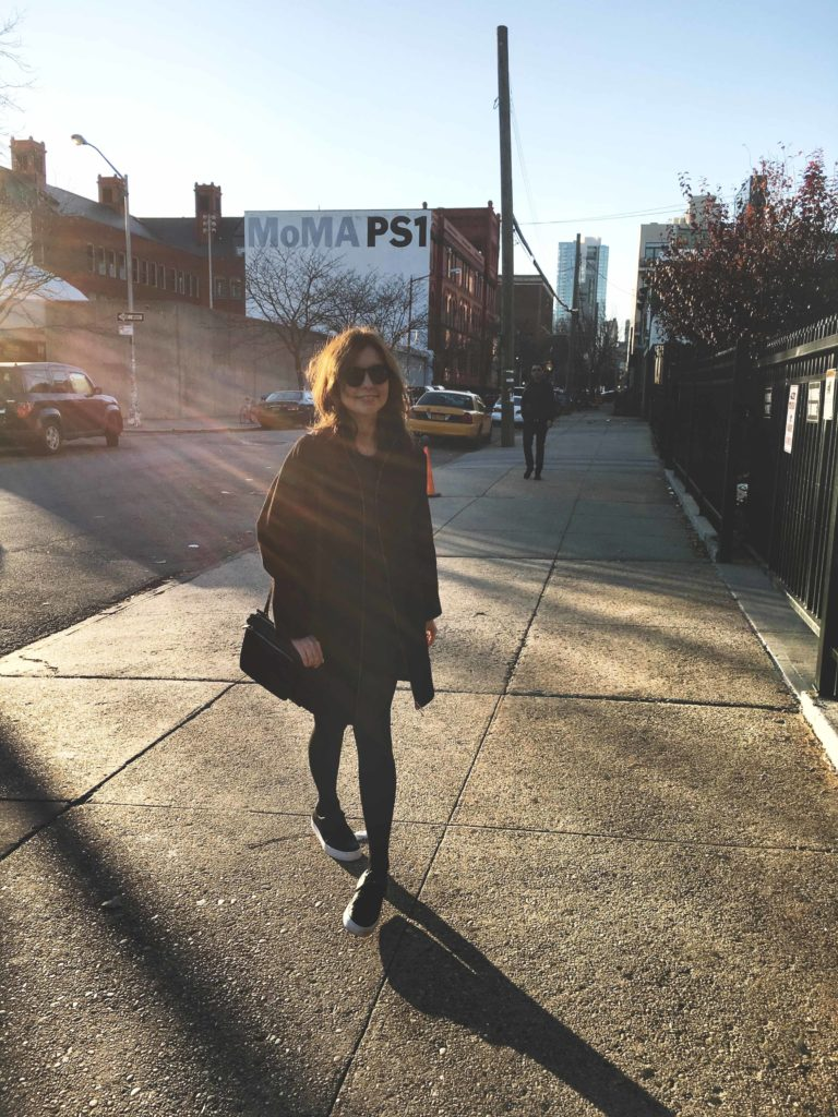SLORIS_Outfit_New_York_Carrie_Jan-N-June_Mantel_03