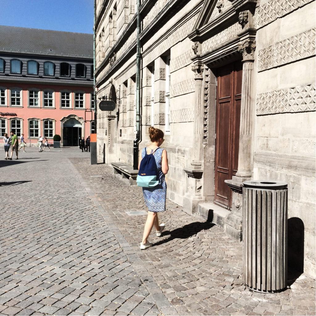 sloris-ferdinandnoah-fenno-rucksack-fair-fashoin-outfit-slow-fashion-blog-turnbeutel-gymbag-marine-_0001_ebenenkomp-2