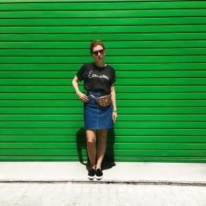 sloris-slow-fashion-store-onimos-outfit-lametta-tshirt-lee-jeans-jeansrock-barcelona_0000_ebenenkomp-1-1024x1024
