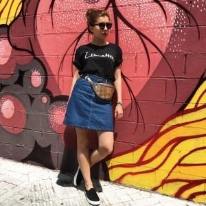 sloris-slow-fashion-store-onimos-outfit-lametta-tshirt-lee-jeans-jeansrock-barcelona_0005_ebenenkomp-6-1024x1024