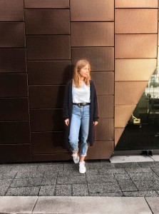 Herbst-Look Slow Fashion sloris Funktionschnitt Veja Vintage Guertel secondhand Jeans Cardigan