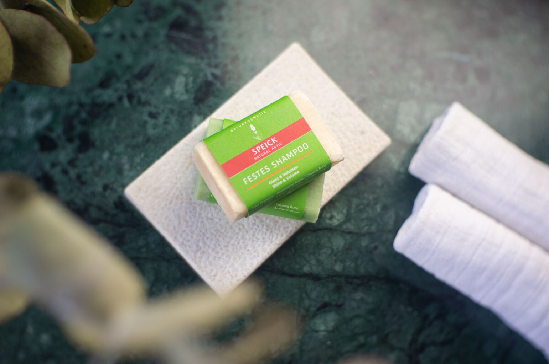 Festes Shampoo: Less Waste im Badezimmer mit Speick Naturkosmetik